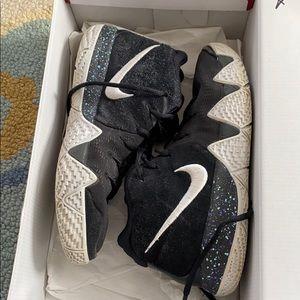 Kyrie 4 sneakers